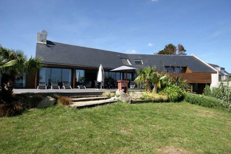 Vakantiewoning met zwembad met wifi  Plouhinec  Moderne villa met binnenzwembad, gelegen op slechts 280 m van het strand.