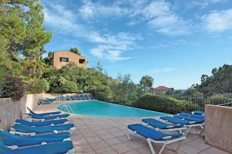 Vakantiewoning met zwembad met wifi aan zee Theoule sur mer  La Bussola