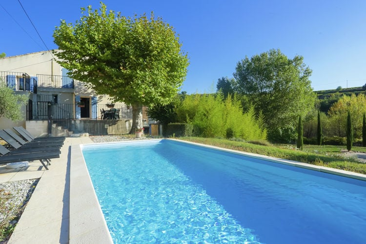 Vaison-La-Romaine Vakantiewoningen te huur Fraai gesitueerd landhuis op een groot landgoed met wijnstokken, 10km van Vaison la Romaine.