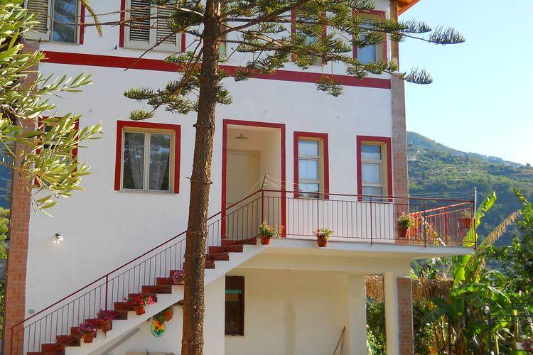 Gioiosa-Marea Vakantiewoningen te huur Zeer eenvoudig appartement in een villa omgeven door de natuur en vlak bij zee.