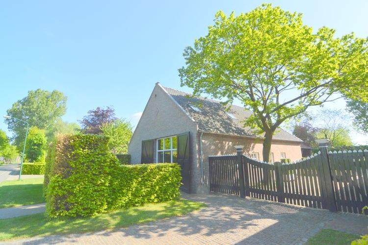 Noord-Brabant Boerderijen te huur Ruim vakantiehuis nabij de Loonse en Drunense Duinen, met overkapte binnenplaats en tuin