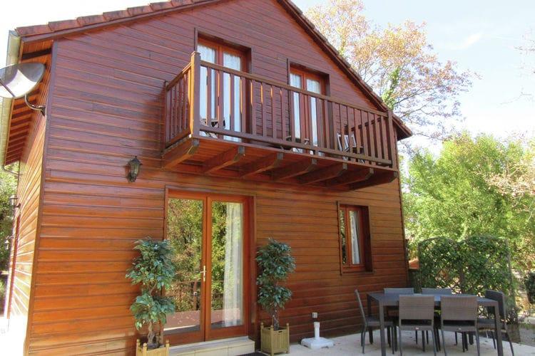 Dordogne Chalets te huur Vrijstaand, luxe vakantiehuis met een sfeervolle inrichting en ruime bostuin