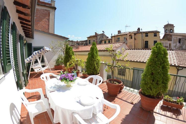 Vakantiewoning    Lucca  In het centrum van Lucca, met een groot prive-terras/balkon