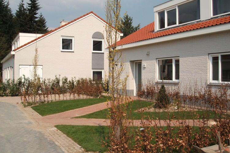Limburg Villas te huur Gerestylde villa met gashaard en badkamer bij elke slaapkamer op Resort Arcen