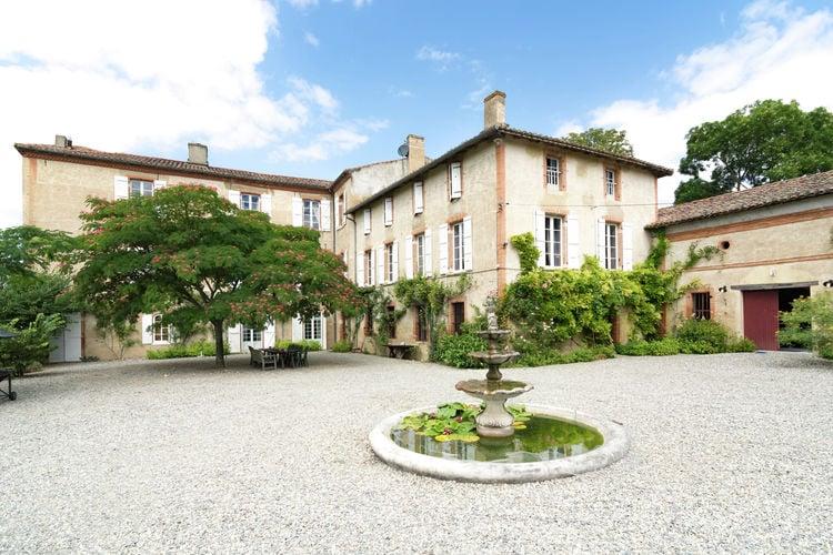 Frankrijk Kastelen te huur Indrukwekkend en bijzonder fraai kasteel uit de 12de eeuw met hedendaagse luxe.