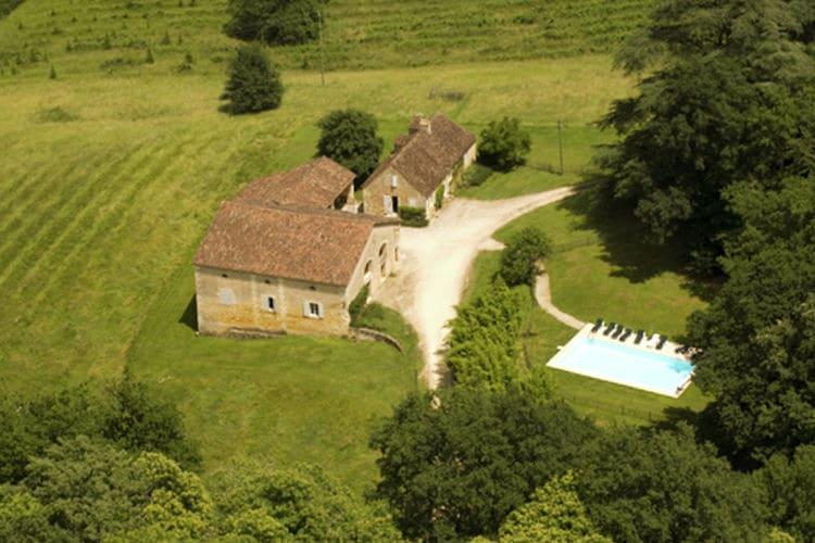 Vakantiewoning met zwembad   Saint-Georges-De-Montclard  Imposante, gerestaureerde boerderij met privé-zwembad