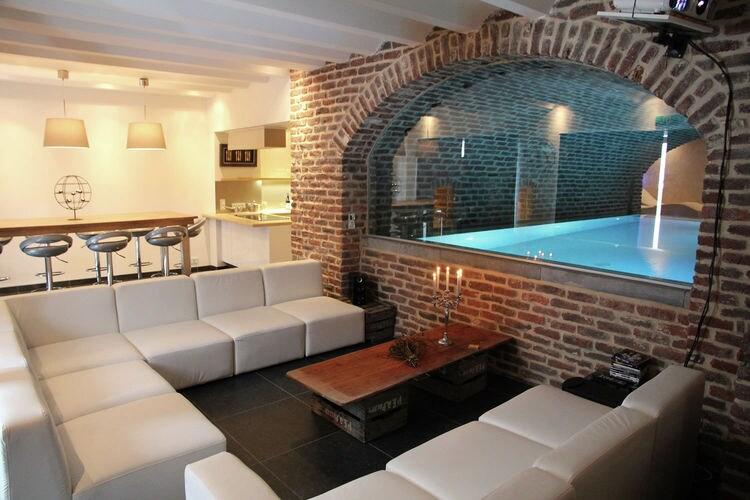 Vakantiehuis met zwembad met wifi  SpaLes Reflets Bleus