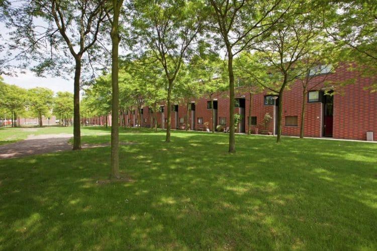 Vakantiewoning  met wifi  Amsterdam  Modern familiehuis met tuin in Amsterdam, dichtbij Schiphol, gratis parkeren