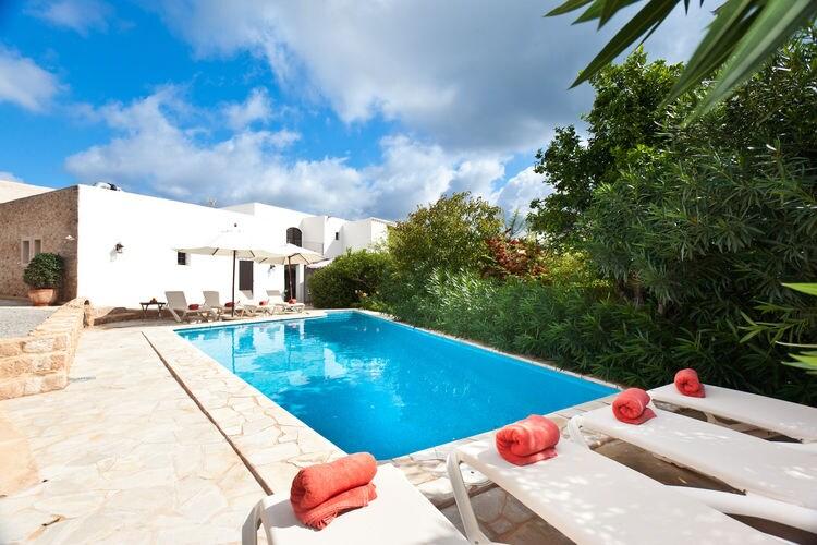 Ibiza Villas te huur Prachtig gerestaureerde finca in de buurt van het populaire dorp San Jose