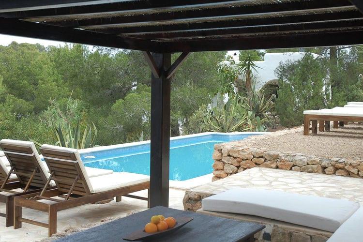 Villa met zwembad met wifi  Cala Tarida  Prachtige, sereen ingerichte villa aan de westkust van Ibiza