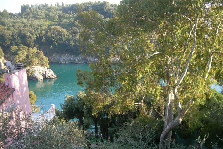 Vakantiewoning  met wifi  Lerici  Rustieke villa met terras, uitzicht op de baai en eigen toegang tot de zee