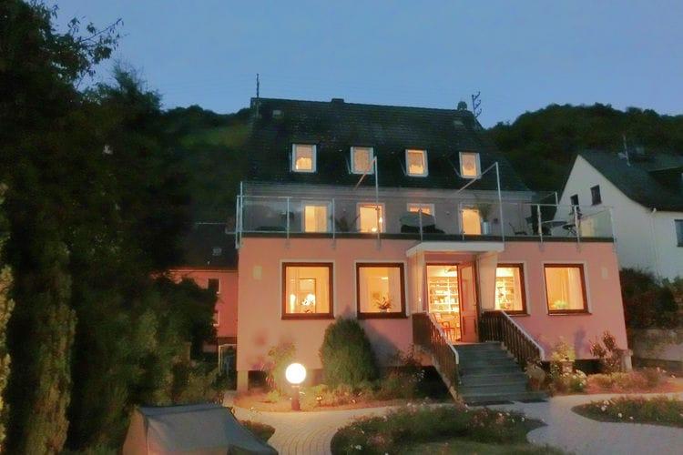 Saarland Vakantiewoningen te huur Prachtig vakantiehuis direct aan de Rijn met dakterras en grote tuin.