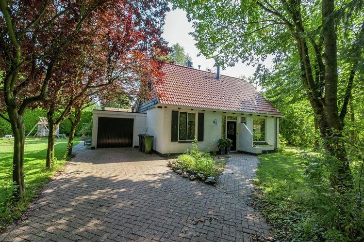 Vakantiewoning huren in Burgh-Haamstede -   met wifi  voor 8 personen  Dit leuke vakantiehuis heeft een r..