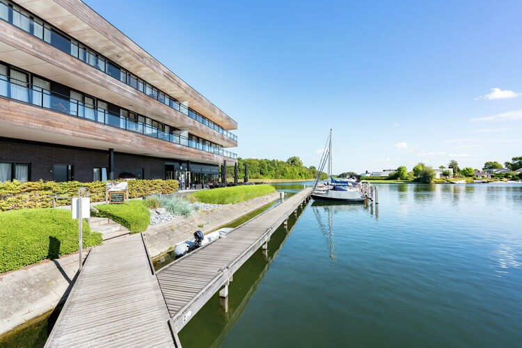 Zeeland Appartementen te huur Appartement met een riant balkon en sauna, direct aan het Veerse Meer gelegen.
