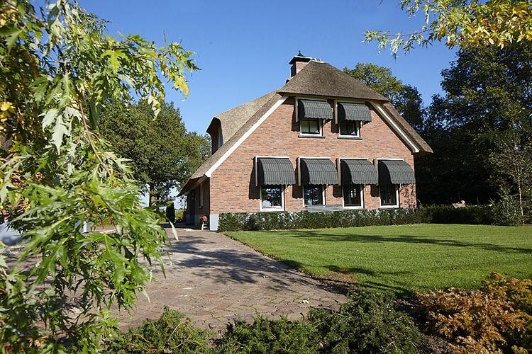 Villa huren in Overijssel -   met wifi  voor 10 personen  Uw vakantievilla is gelegen aan ee..