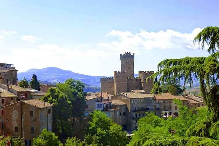 Kasteel met zwembad met wifi  Proceno  Bijzondere borgo met een kasteel in een prachtig landschap