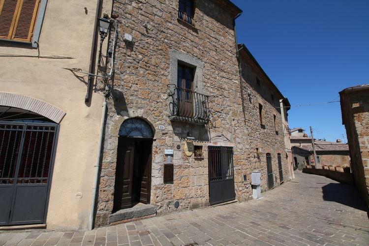 Italie Kastelen te huur Bijzondere borgo met een kasteel in een prachtig landschap