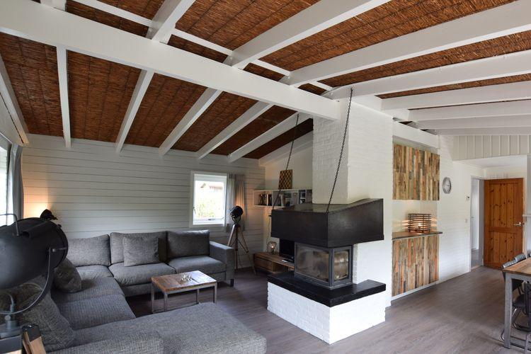 Vakantiewoning  met wifi  Vlieland  Vrijstaande bungalow in de Vlielandse duinen, vlakbij de strandopgang.