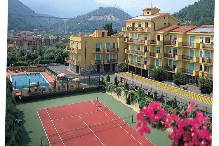 Pietra-Ligure Vakantiewoningen te huur Verzorgd ingerichte appartementen in typisch mediterraanse residentie met openlucht zwembad