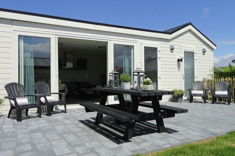 Zeeland Chalets te huur Gelijkvloerse vakantiebungalow direct aan het strand bij Sint-Annaland.