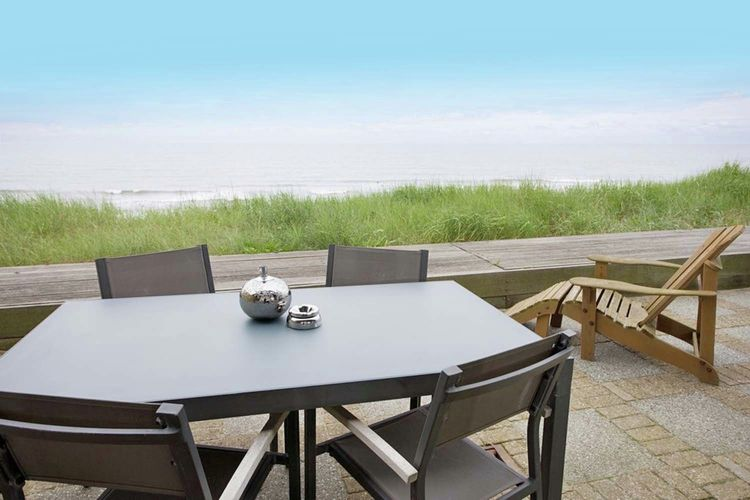Holland | North Sea Coast North | Holiday home Strandzicht Comfort II | all year | TerraceBalcony