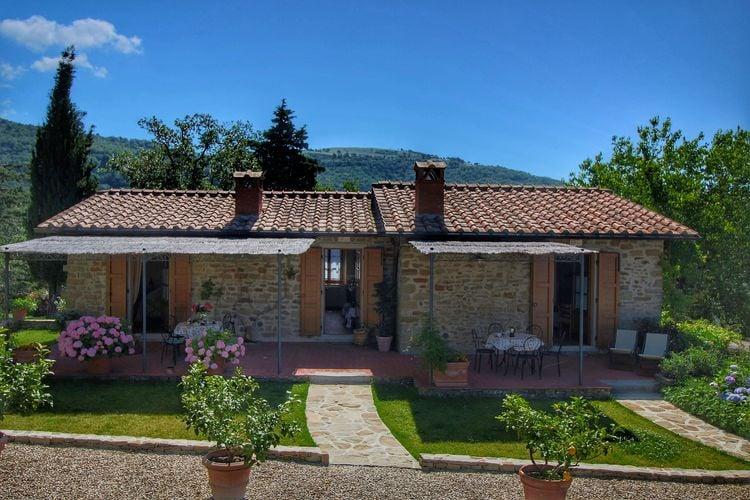 Boerderij met zwembad met wifi  Loro Ciuffenna  Mooie vrijstaande villa met openluchtzwembad met adembenemend uitzicht