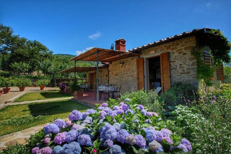 Loro Ciuffenna Vakantiewoningen te huur Mooie vrijstaande villa met openluchtzwembad met adembenemend uitzicht