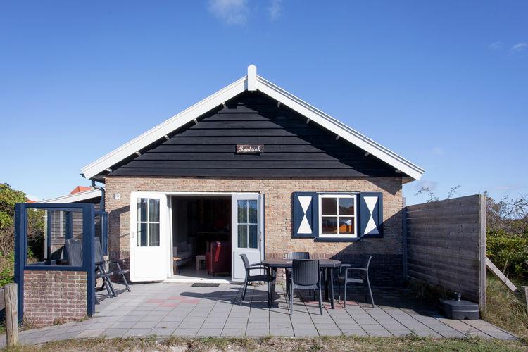 Vakantiewoning  met wifi  Vlieland  Karakteristiek vrijstaand vakantiehuis middenin het duingebied Duinkersoord