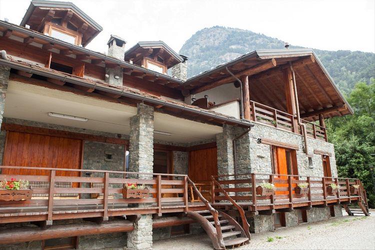 Val-daosta Vakantiewoningen te huur De chalet ligt in een rustige en zonnige wijk van Antey Saint André.