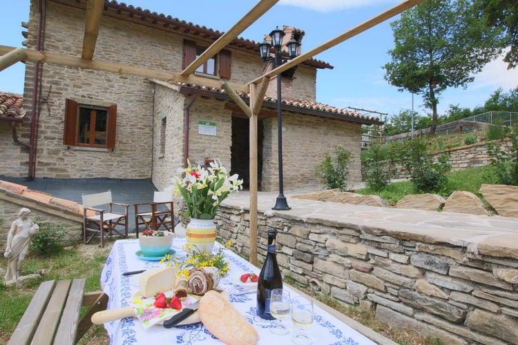 Mercatello-sul-Metauro Vakantiewoningen te huur Agriturismo in de heuvels, mooi uitzicht, zwembad en authentiek restaurant