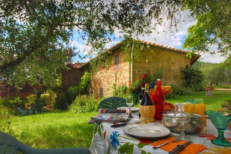 Italie Vakantiewoningen te huur Karakteristieke woning voor 4 personen op Toscaans landgoed met zwembad