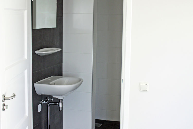 Ref: NL-5889-01 3 Bedrooms Price