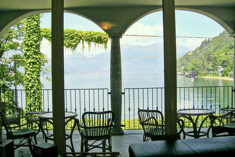 Prachtige villa met directe toegang tot strandje aan het Como-meer