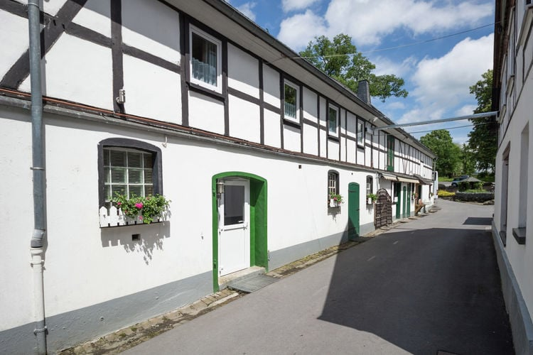 Appartement met zwembad met wifi  Meschede-Vellinghausen  Vakantiewoning op hoeve met veel faciliteiten