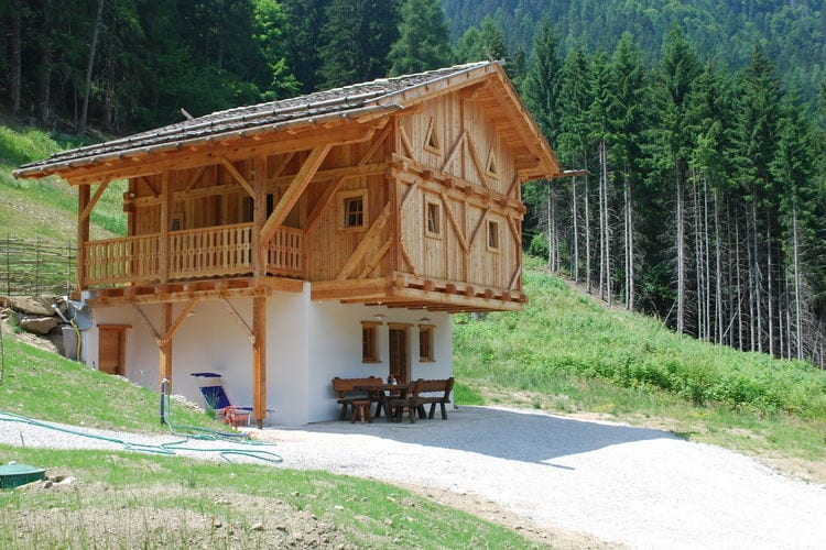 Oude en gerenoveerde mooie berghut in Bresimo, vrijstaand en midden in de natuur