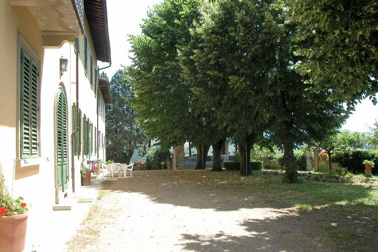 Toscana Vakantiewoningen te huur Woning met prive-terras op eerste etage van Toscaanse villa vlakbij Florence.