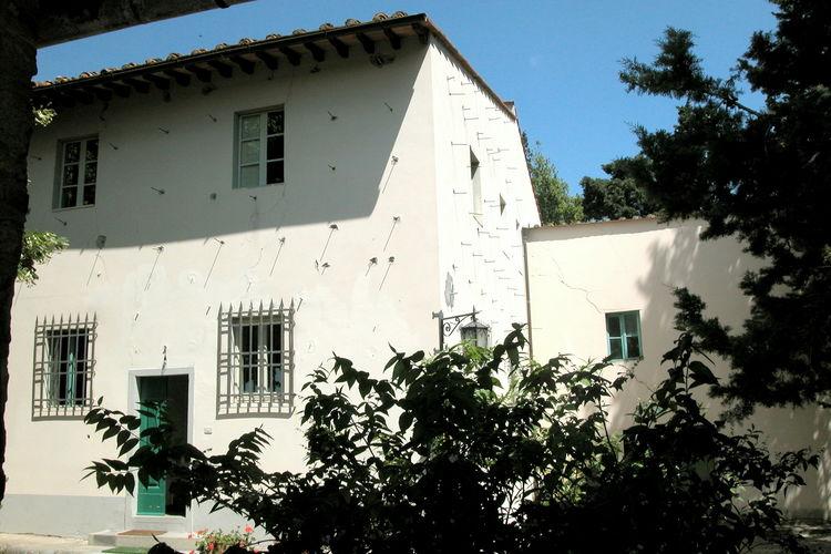 Toscana Vakantiewoningen te huur Appartement aan de zijkant van Toscaanse villa tussen de olijfboomgaarden.