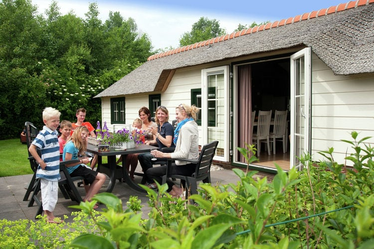 Holland | North Sea Coast South | Holiday home Het Luxe Boerenbed | all year | GardenSummer