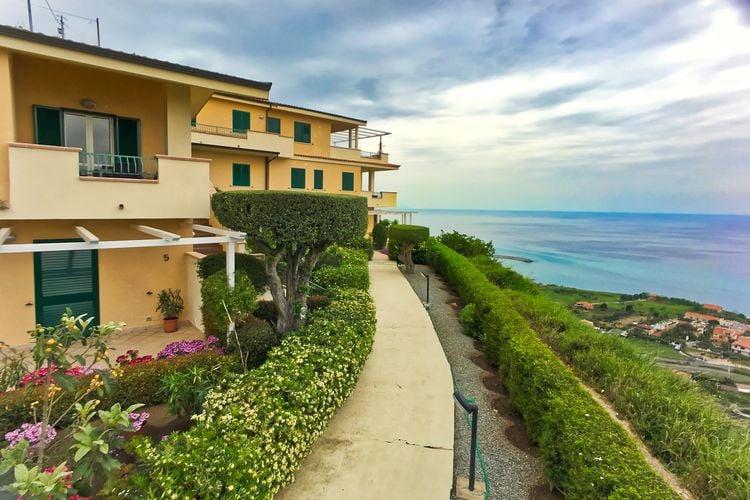 Vakantiewoning met zwembad   Parghelia  Appartement met adembenemend uitzicht over de Tyrrheense zee.