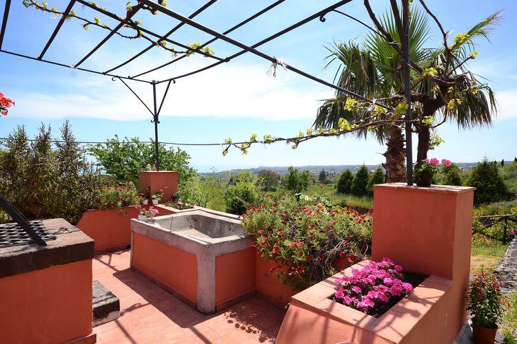 Santa-Venerina Vakantiewoningen te huur Een prachtig typisch Siciliaanse, rustieke boerderij met restaurant vlakbij Etna