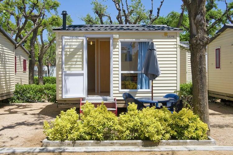 Spanje Chalets te huur Verzorgd ingerichte cottage op gezellige camping met vele faciliteiten, slechts 200m van het strand