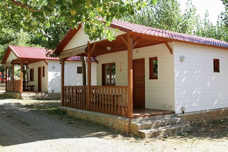 La Puebla de Roda Bungalows te huur Verzorgd ingerichte bungalow op gezellig vakantiepark met zwembad in een prachtige omgeving