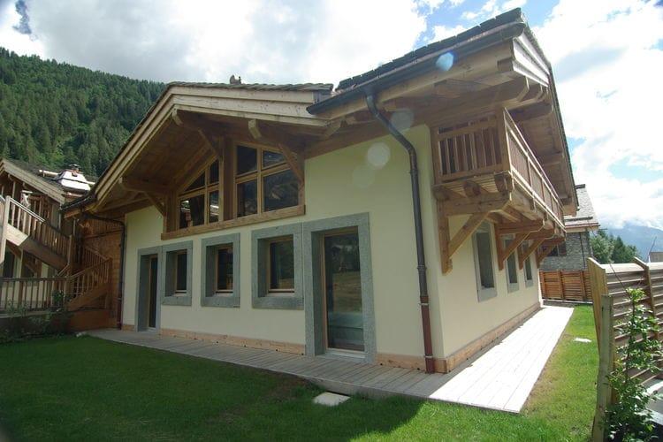 Chalet    Chamonix-Mont-Blanc  Luxueus chalet op 150 m van de piste met sauna, buiten-jacuzzi en skiverwarmers