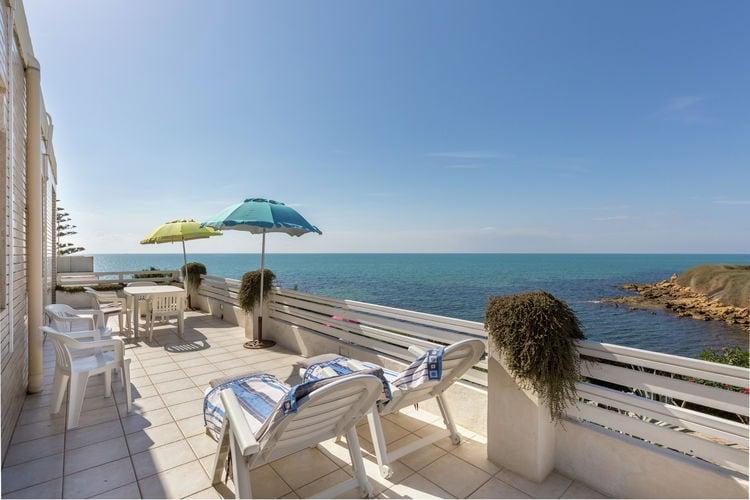 Vakantiewoning huren in Santa-Croce-Camerina -   met wifi  voor 5 personen  Dit charmante appartement ligt op ..