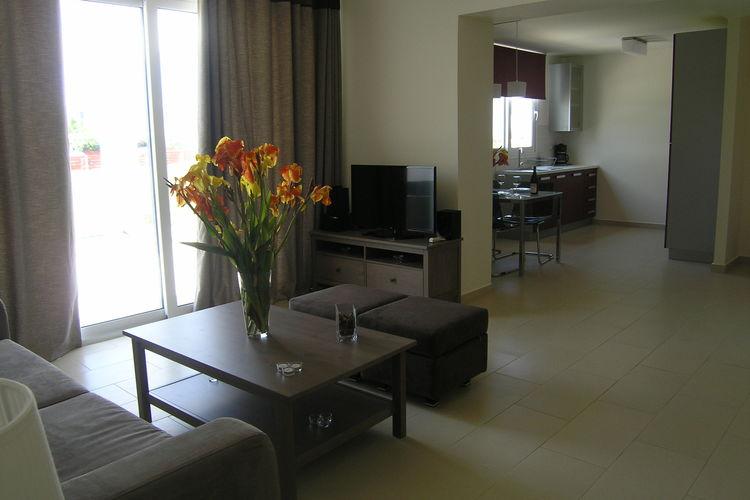 Ref: GR-27053-01 3 Bedrooms Price