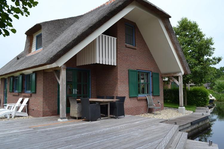 Overijssel Villas te huur Vrijstaande, rietgedekte, villa aan het water op Waterpark Belterwiede