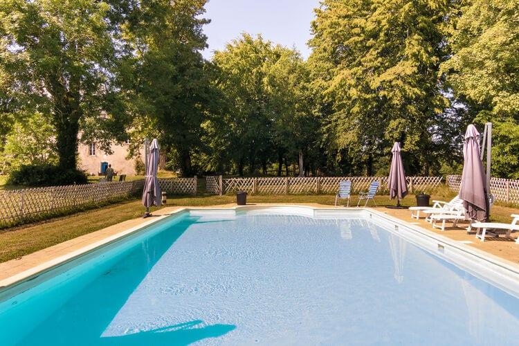 Vakantiehuizen Frankrijk | Dordogne | Kasteel te huur in Chalais met zwembad  met wifi 4 personen
