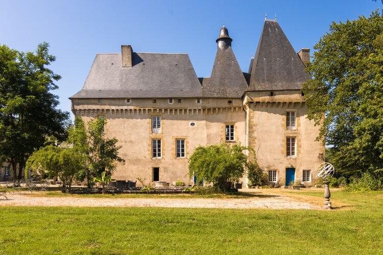 Vakantiehuis met zwembad met wifi  ChalaisLe Grand Gite du Chateau