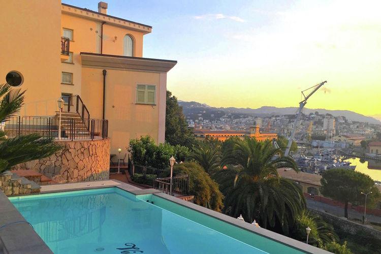 Villa huren in La-Spezia -   met wifi  voor 4 personen  Appartement Tonina ligt in een pra..