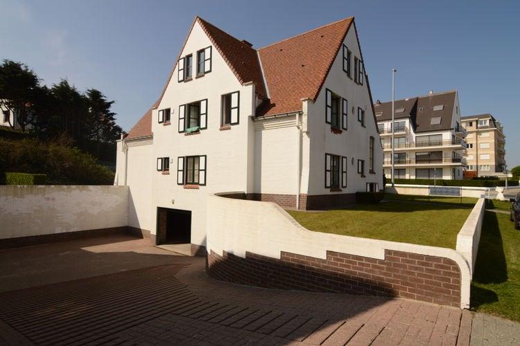 Mooi gelegen appartement in prachtige villa op loopafstand van het strand